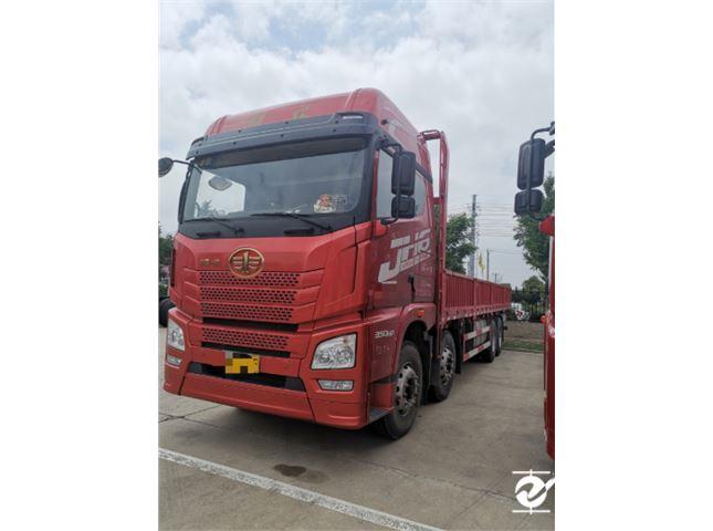 青岛解放 JH6 JH6重卡 350马力 8X4 9.5米仓栅式载货车底盘