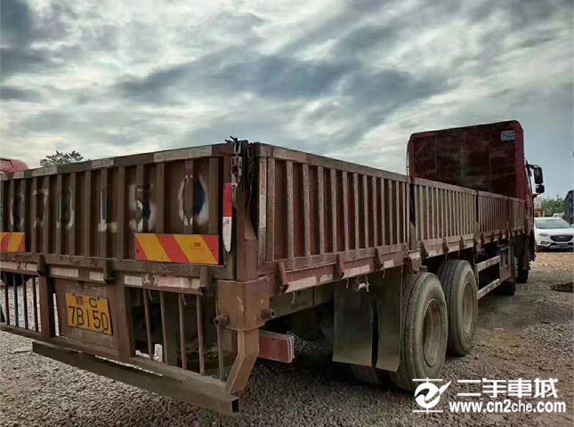 一汽解放 J6P 載貨車 重卡 350馬力 8×4 倉柵式 排半 載貨車(CA5310CCYP66K2L7T4E5)