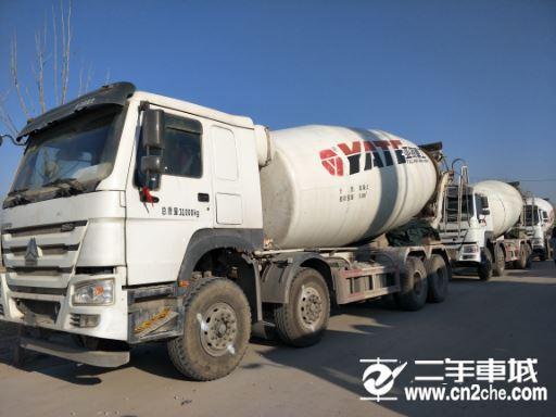 中国重汽搅拌车17年国五20方罐价格31.60万
