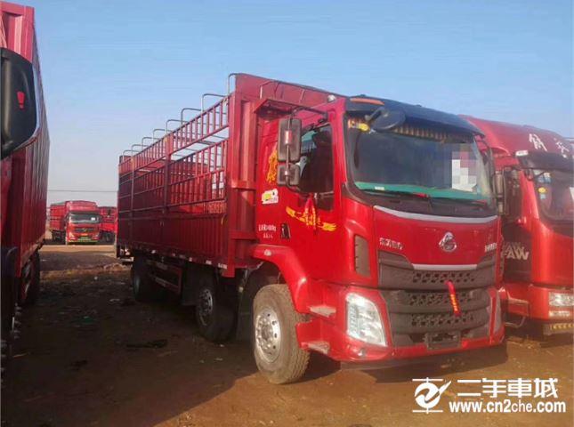 东风柳汽 乘龙M3 载货车 中卡 220马力 6X2 9.6米排半仓栅式载货车