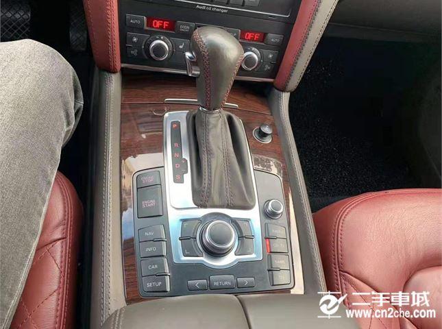奥迪 Q7 2006款 4.2 FSI quattro 技术型