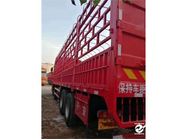 青島解放 JH6 430馬力9.6米前四后八倉柵載貨車