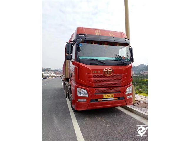 青島解放 JH6 牽引車 550牽引車