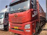 青島解放 JH6 420馬力9.6米前四后八倉柵載貨車