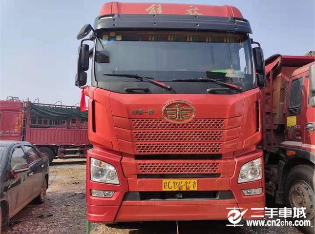青島解放 JH6 350馬力9.6米前四后八倉柵載貨車