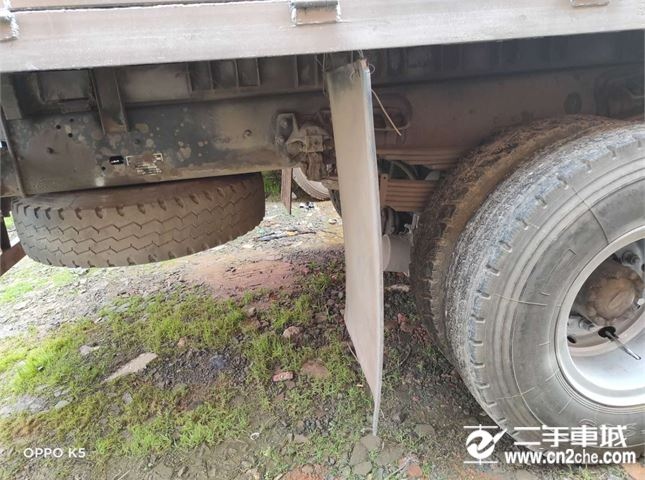 江淮 江淮格尔发K3 260马力7.8米前四后四平板载货车