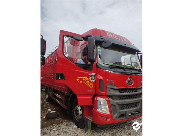 東風柳汽 乘龍H5 載貨車 中卡220馬力4X2 6.8米倉柵式載貨車