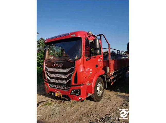 江淮 江淮格爾發K系列 載貨車 K6L中卡 180馬力 4X2 6.8米排半倉柵式載貨車底盤