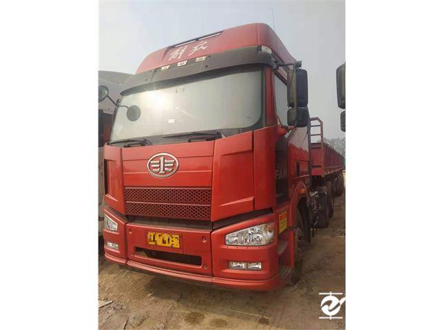 一汽解放 J6P 牵引车 重卡 轻量化版 350马力 6X4牵引车(CA4250P66K2T1E5)
