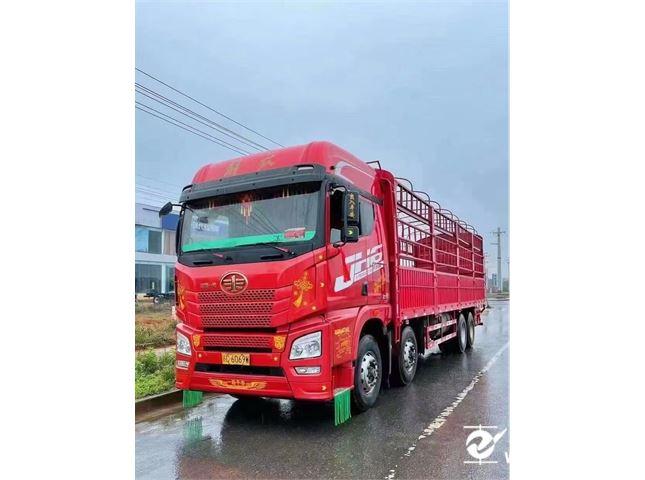青岛解放 JH6 430马力9.6米苍栏车