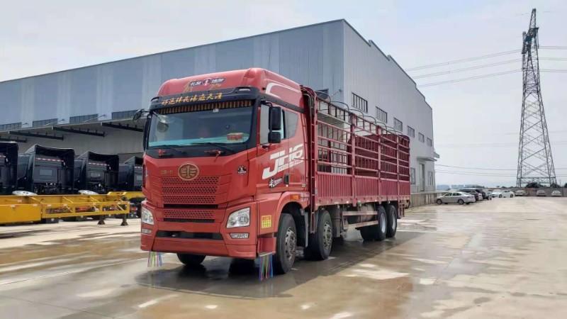 青島解放 JH6 430馬力9.6米前四后八倉欄載貨車